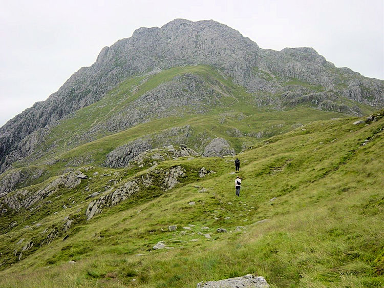 Heading towards Tryfan from Llyn Bochlwyd