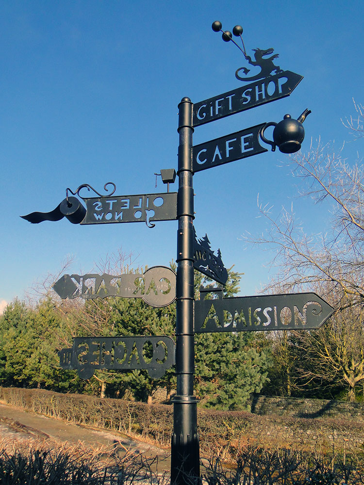 Appropriate signs of where to go in Tupgill Park