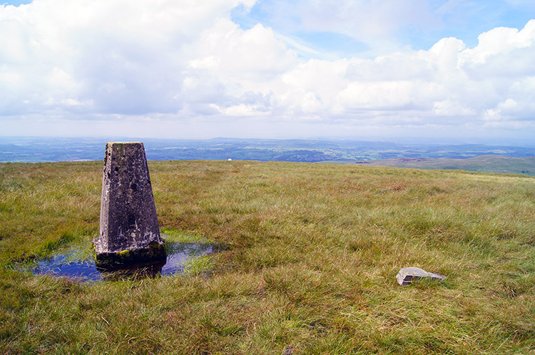 The view from the trig point on Gragareth