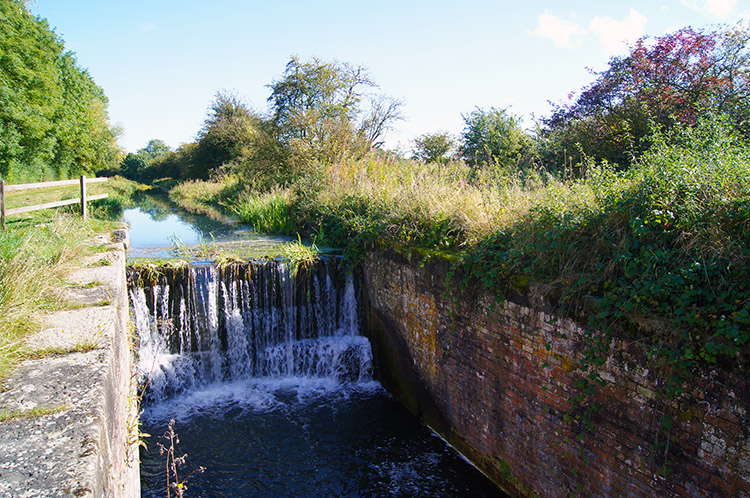 Disused lock between Canal Head and Coates Bridge