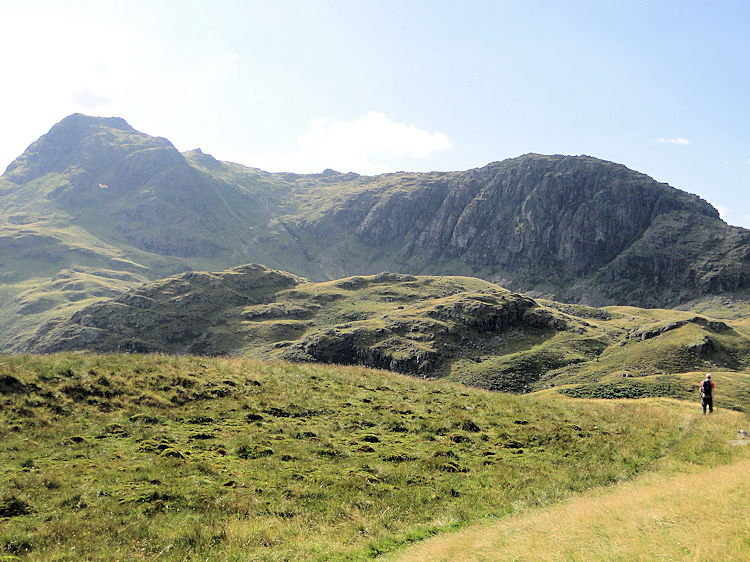 Descending towards Pavey Ark