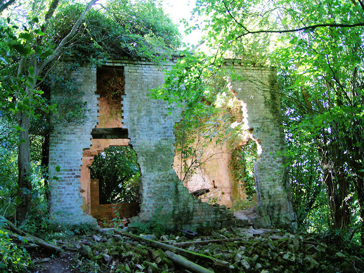 Derelict building near Black Hayes