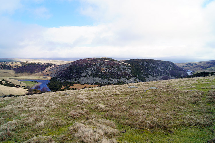 Twin domes of High Knott and Yearl Hill