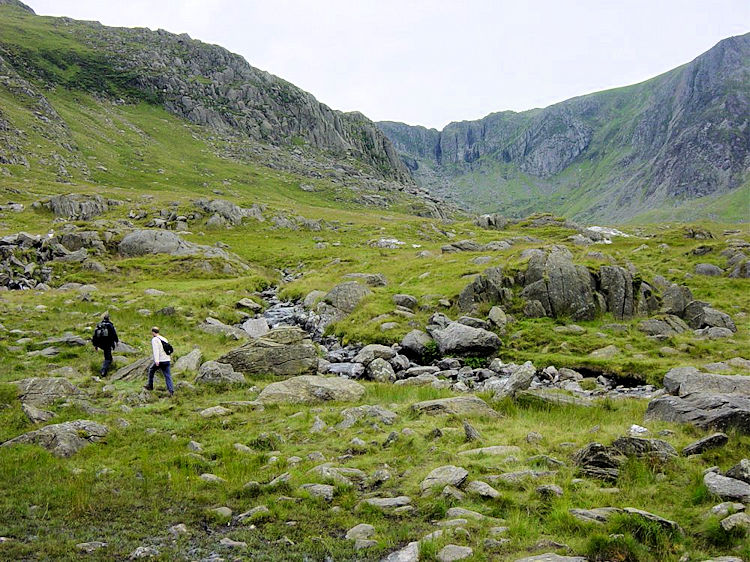 Climbing from Llyn Ogwen to Bochlwyd Buttress